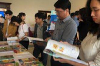Chưa duyệt sách giáo khoa tiếng Anh mới vì thiếu 'tổng chủ biên' người Việt?